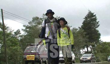 Costa Rica: Niño recorre kilómetros junto a su padre por fe