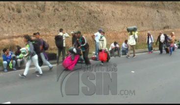Unos mil venezolanos esperan entrar a Perú ante exigencia de pasaporte