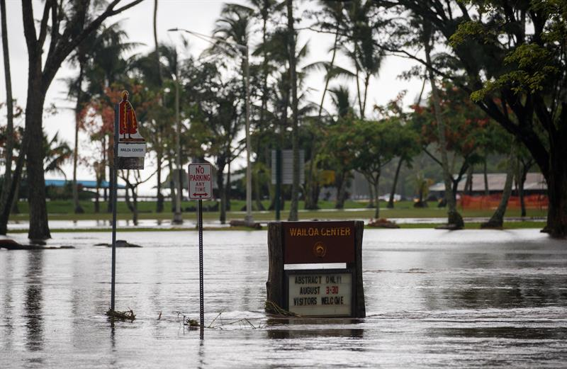 La tormenta tropical Lane se aleja de Hawái tras dejar lluvias récord