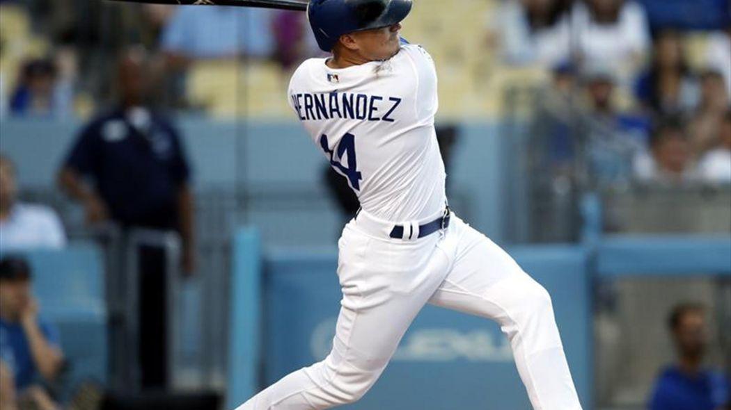 Hernández y Turner castigan con jonrones a los Dodgers