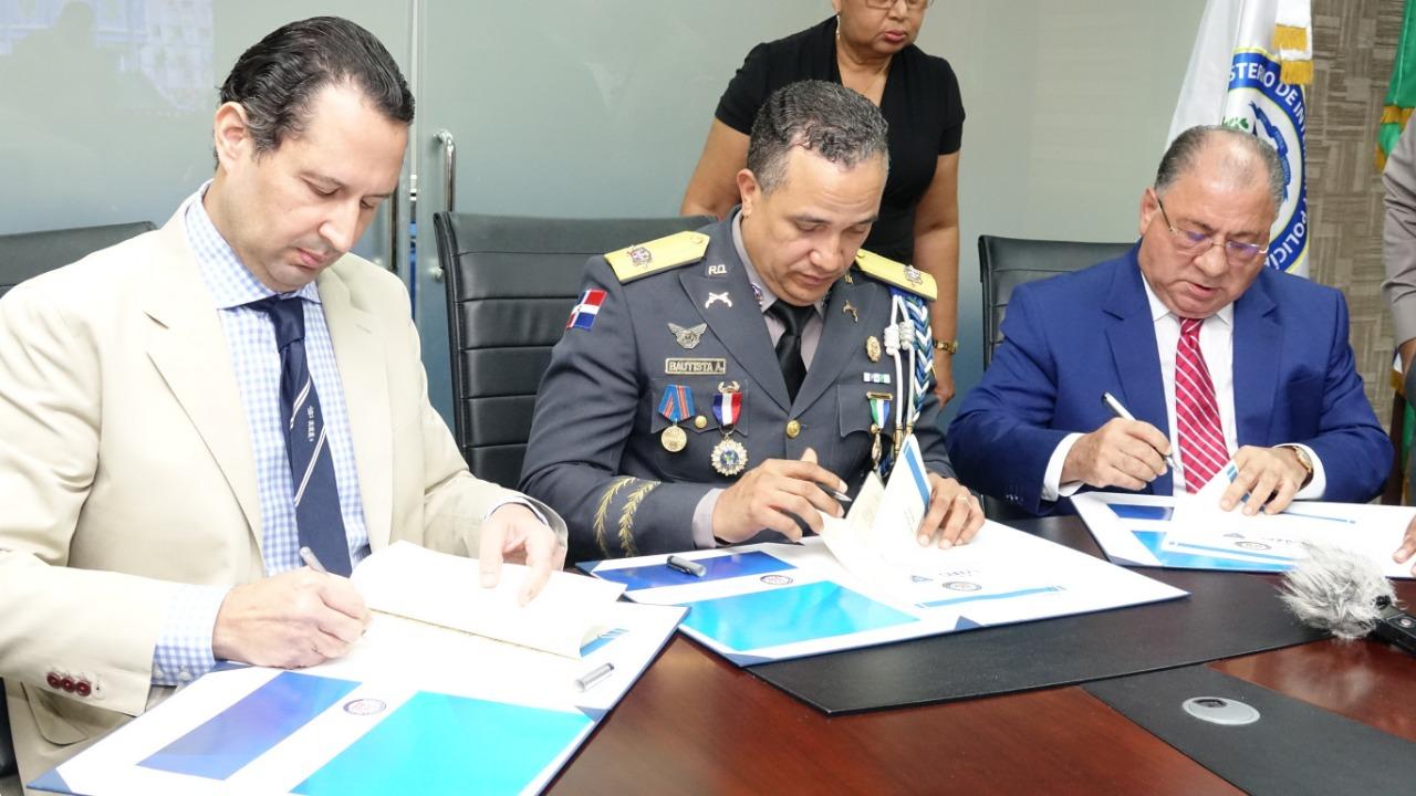 Firman acuerdo para fortalecer seguridad contra crimen organizado en RD