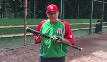 López Obrador se toma un día de descanso para jugar béisbol