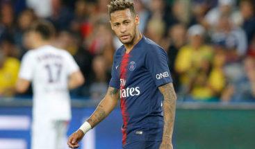 La Red vuelve a trolear a Neymar tras una sesión de fotos con una modelo