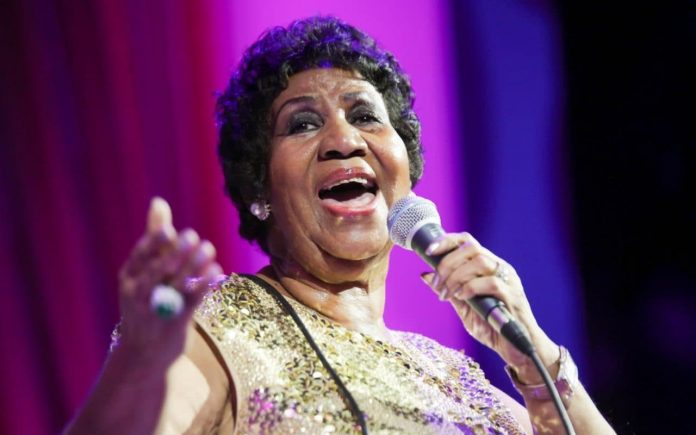 Aretha Franklin está animada y consciente, según su sobrino