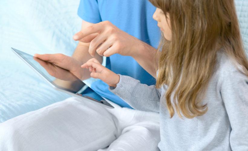 Dispositivos electrónicos afectan biodesarrollo entre 10 y 15% de niños