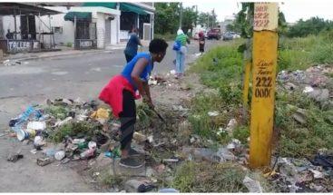 Alcaldía SDE realiza operativo de limpieza en Autopista de San Isidro