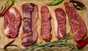 Los peligros de la nueva dieta de moda 100% carnívora