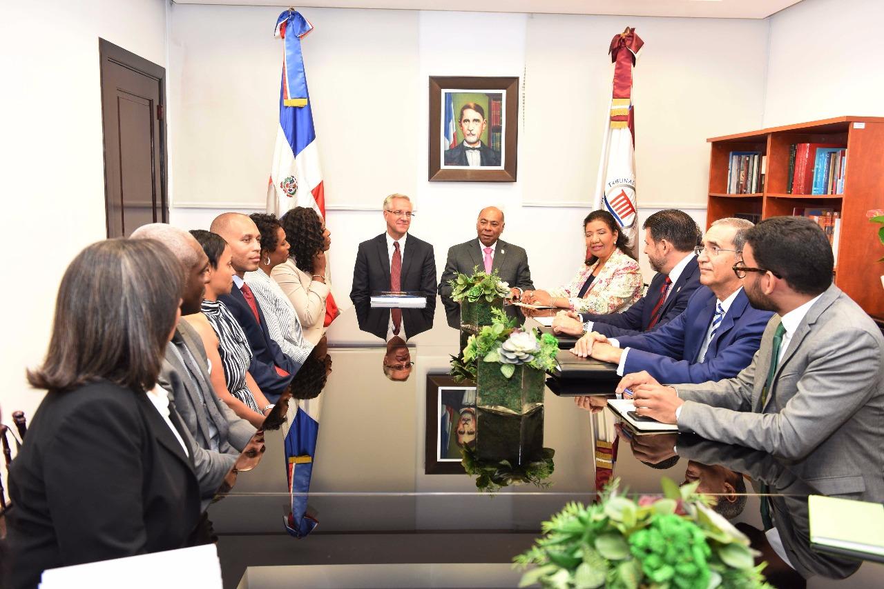 Delegación de congresistas de EEUU visita Tribunal Constitucional