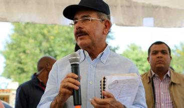 Medina da seguimiento a los avances de los proyectos en Azua y Barahona