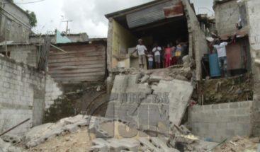Se desploma parte de una vivienda en el Ensanche Capotillo