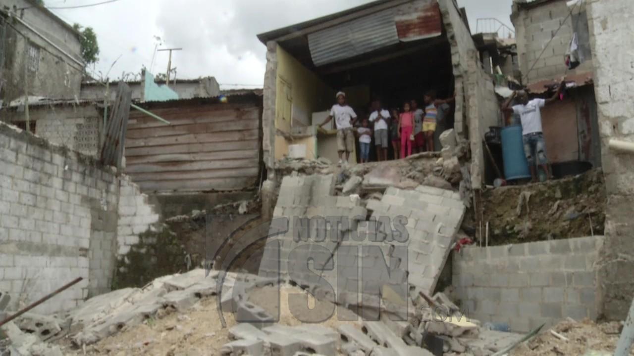 Image result for Se desploma parte de una vivienda en el Ensanche Capotillo
