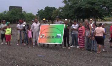 Protestan por rechazo de construcción terminal de autobús en SDE