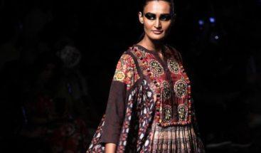 Comienza Semana de la Moda de Bombay apostando por tejidos artesanales