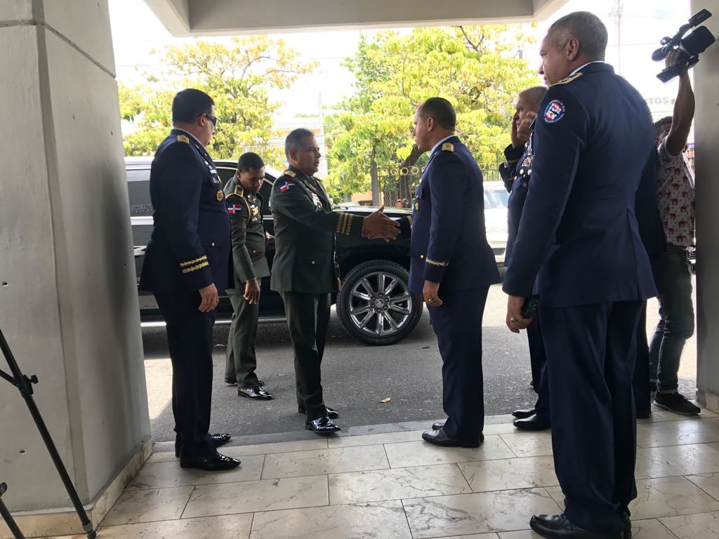 Velan restos de piloto que murió en accidente aéreo en Elías Piña