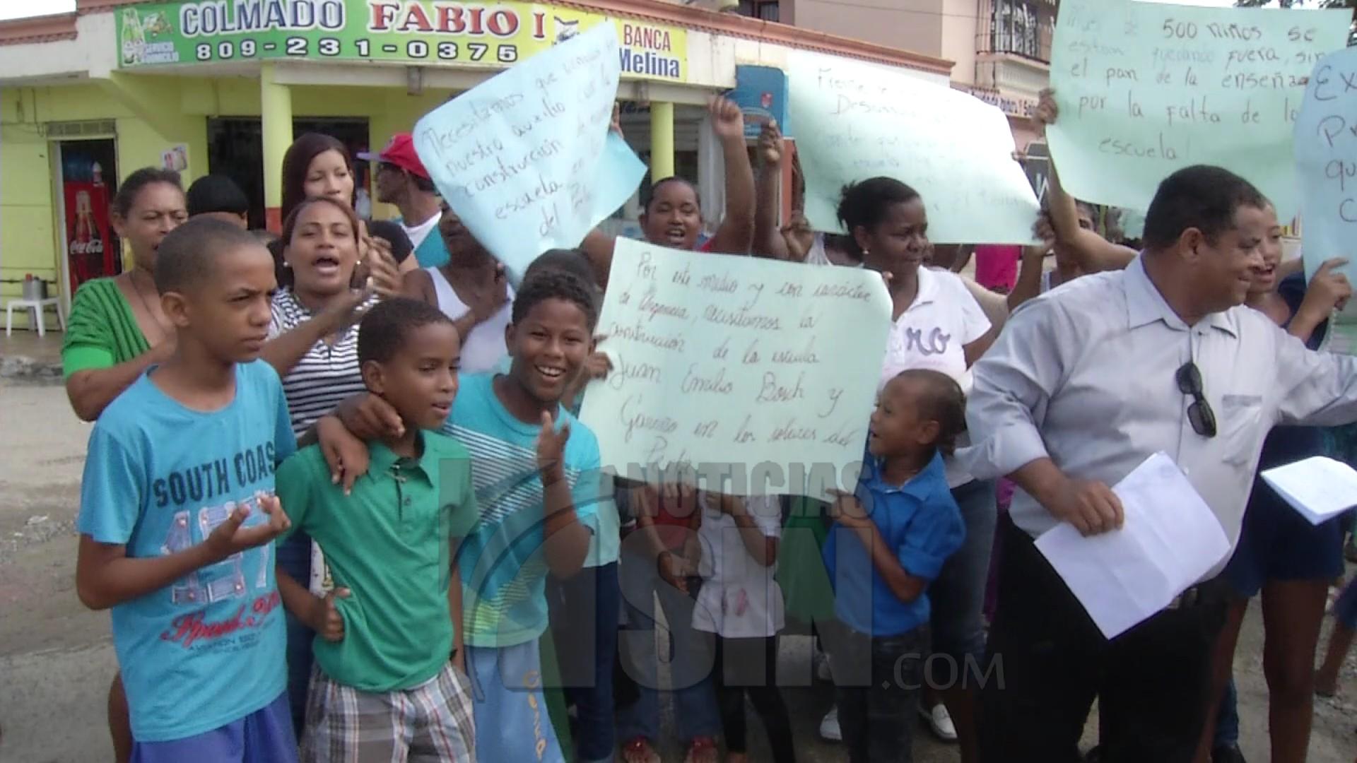 Exigen construcción de escuela en el sector El Tamarindo
