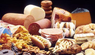 Dieta alta en grasas bloquea sensor para saber cuándo parar de comer