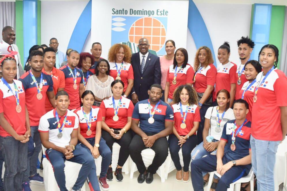 Reconocen medallistas de Juegos Centroamericanos en Colombia