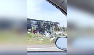 Al menos 8 muertos en accidente de autobús y tráiler en el sur de EEUU