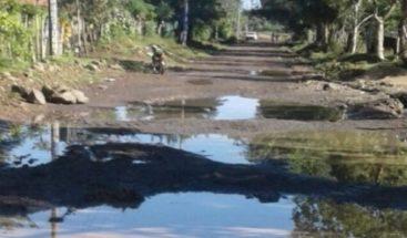 Moradores denuncian mal estado de calles en Monte Plata