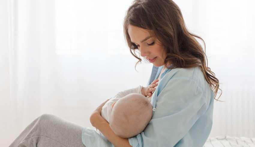 Bancos de leche materna son opción cuando una madre no puede amamantar