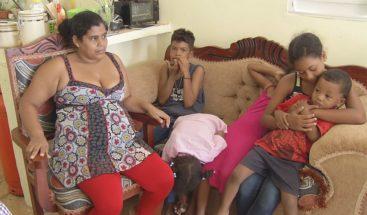 Madre de 6 hijos embarazada de quintillizos a la espera de recibir ayuda