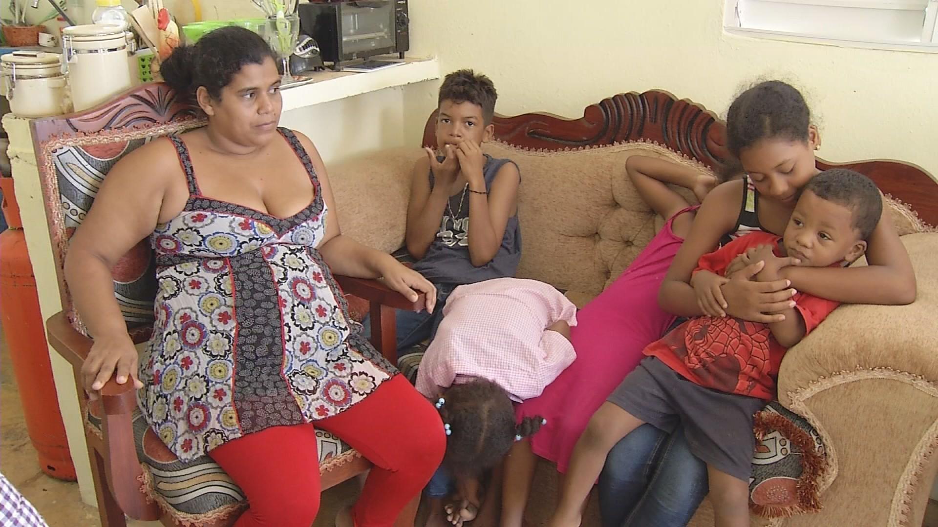 Image result for Madre de 6 hijos embarazada de quintillizos a la espera de recibir ayuda