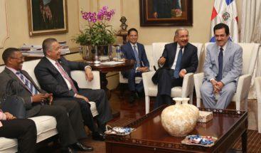 Presidente Medina se reúne con directivos Parlacen