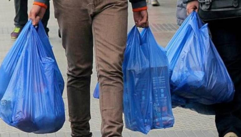 Ciudad mexicana prohíbe uso de bolsas plástica en locales comerciales