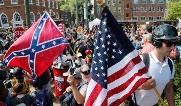 Supremacistas que atemorizaron EEUU hace un año protestan en Casa Blanca