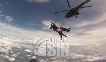 Ecuador: Paracaidistas de las fuerzas armadas irán a mundial