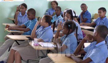 Reportan alta asistencia en escuelas del DN y provincia de Santo Domingo