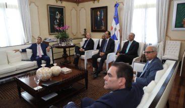 Presidente Medina recibe informe sobre mercado de valores