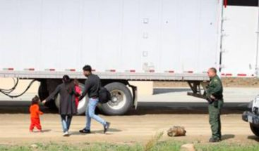 Descubren 62 inmigrantes indocumentados escondidos en un camión en Texas