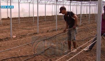 Reclaman en San Juan entrega de invernaderos