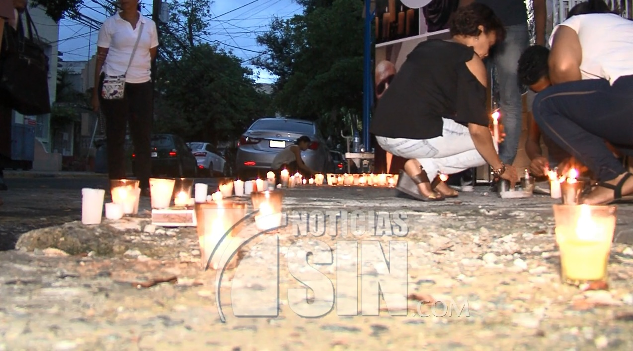 Encienden velas para pedir justicia por muerte de hombre en parqueo