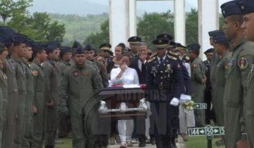 Dan último adiós a piloto de FFAA que murió en accidente en la frontera