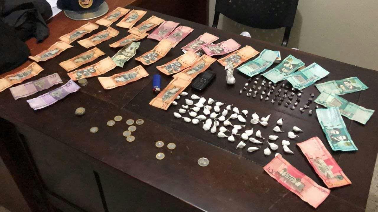 Apresan joven con más de 100 porciones de drogas en Jarabacoa