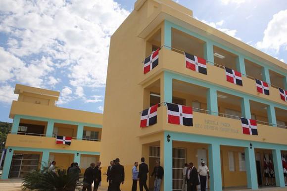 Minerd anuncia construcción de más aulas