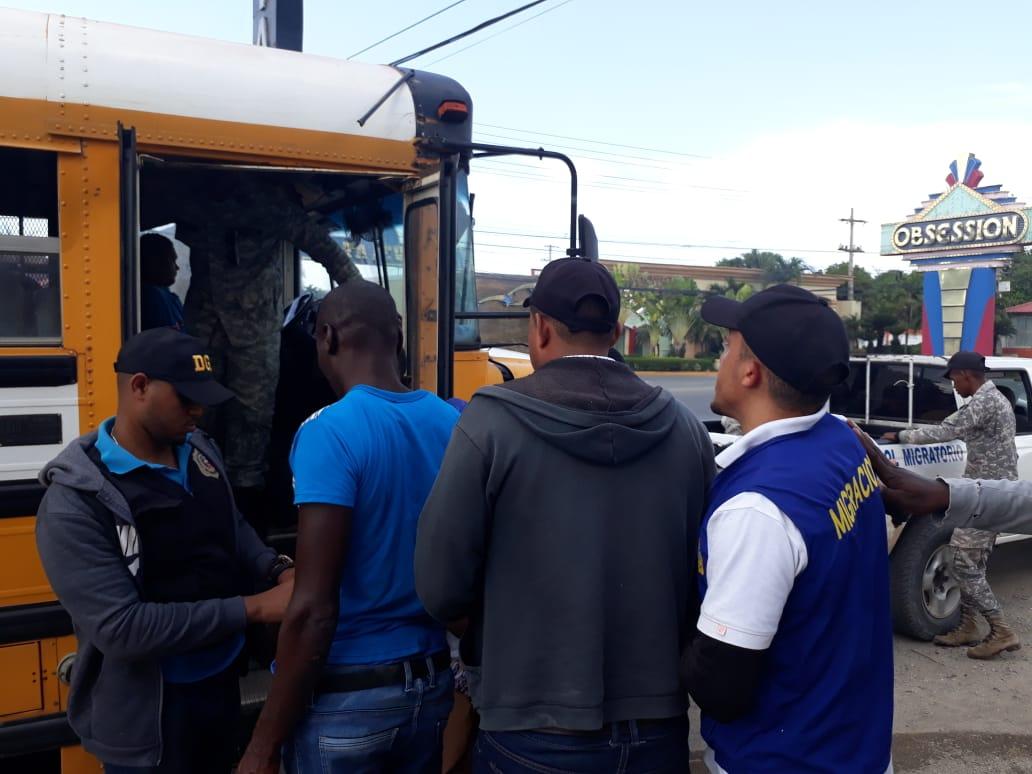 Migración detiene más de 200 indocumentados en diferentes localidades