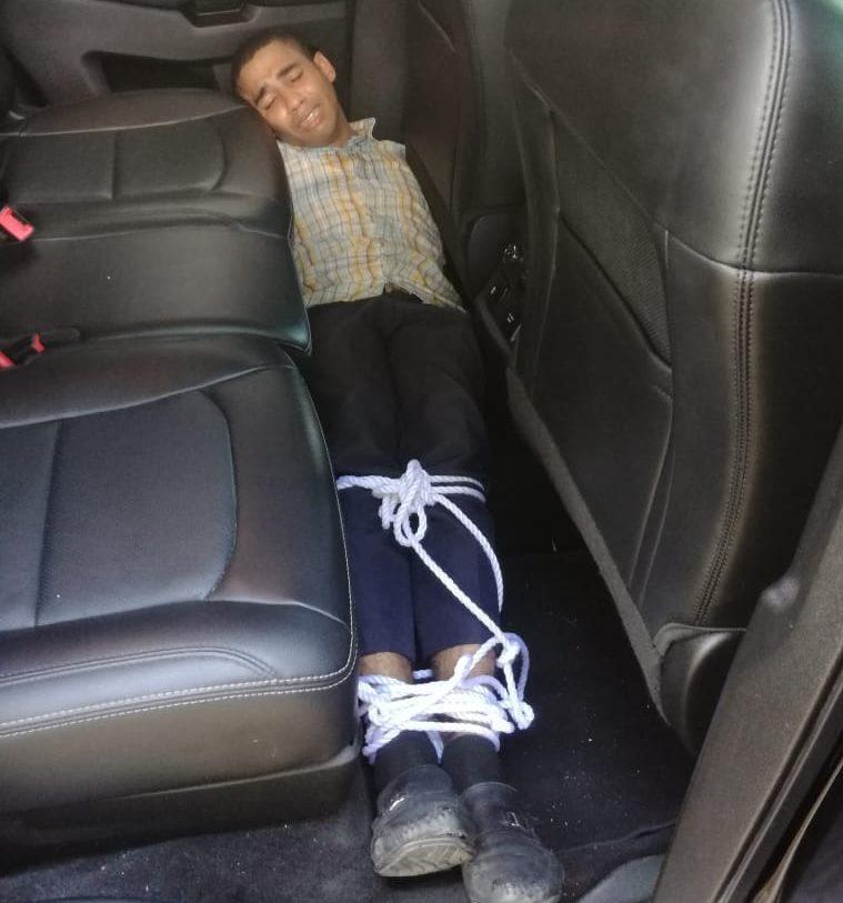 Hombre encontrado amordazado dentro de vehículo está bajo investigación
