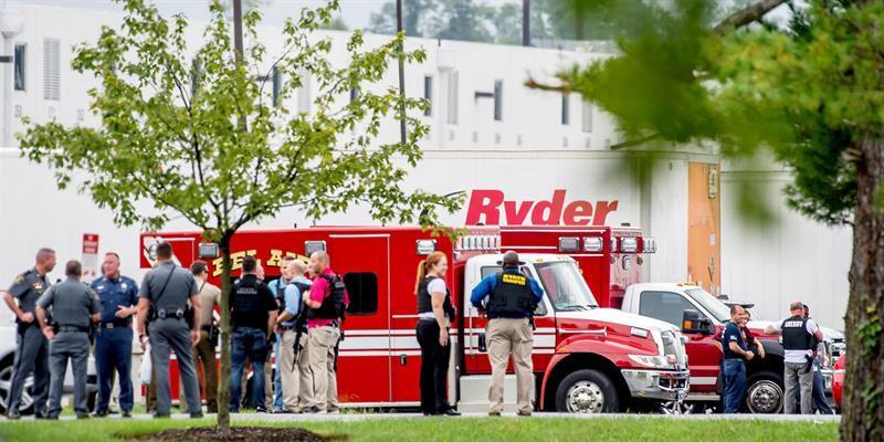 Una mujer mata a tres personas y se suicida en tiroteo en este de EE.UU.
