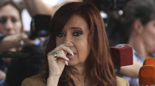 Juez cita a declarar a Cristina Fernández en causa por lavado de dinero