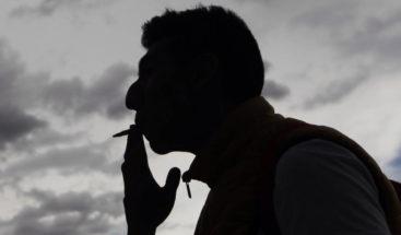 Reducir el daño a los fumadores, controvertido plan ante el tabaquismo