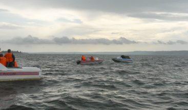 EE.UU. rescata a 28 náufragos tras incendiarse embarcación en Colombia