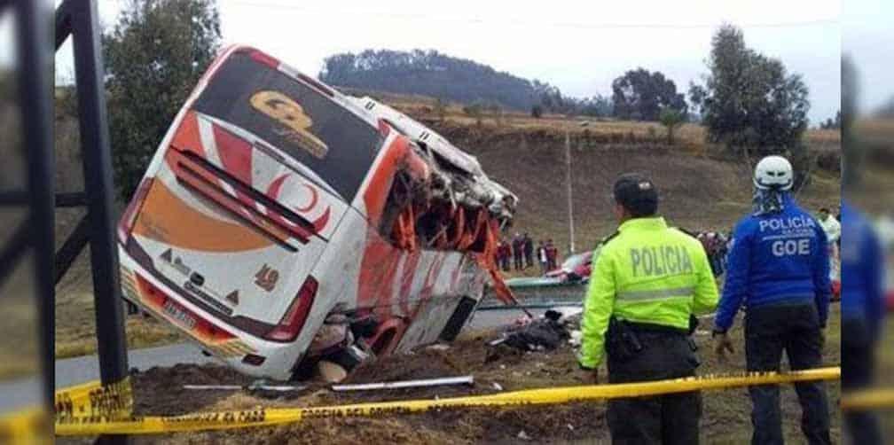 Cinco muertos y 23 heridos en un accidente de autobús en Ecuador