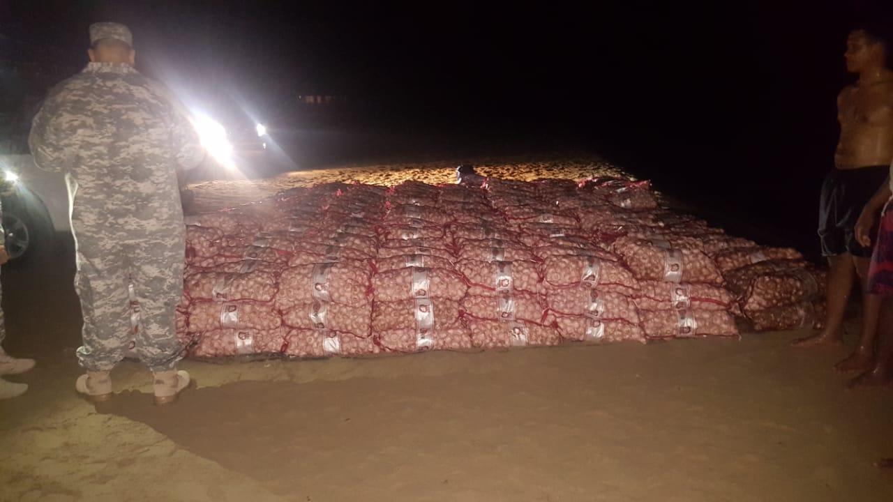 Decomisan 600 sacos de ajo; contrabandistas emprendieron la huida