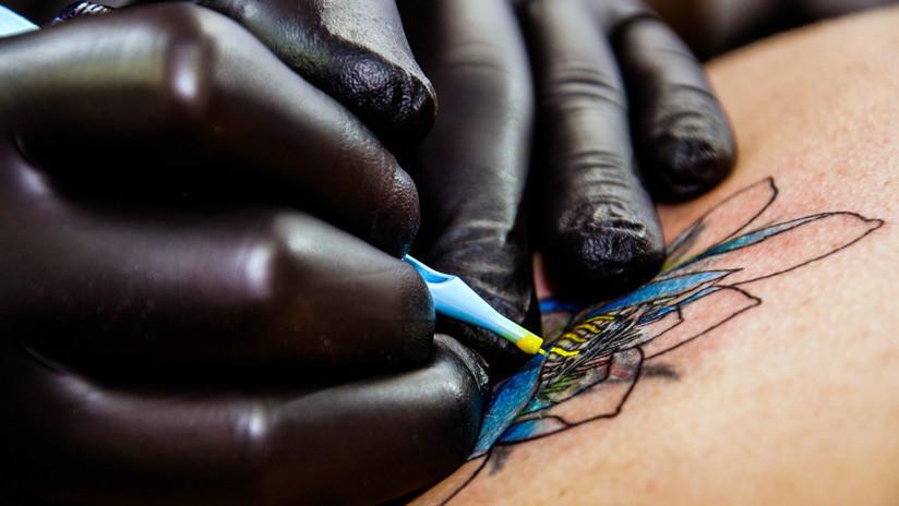 Revelan las consecuencias más peligrosas de tatuarse