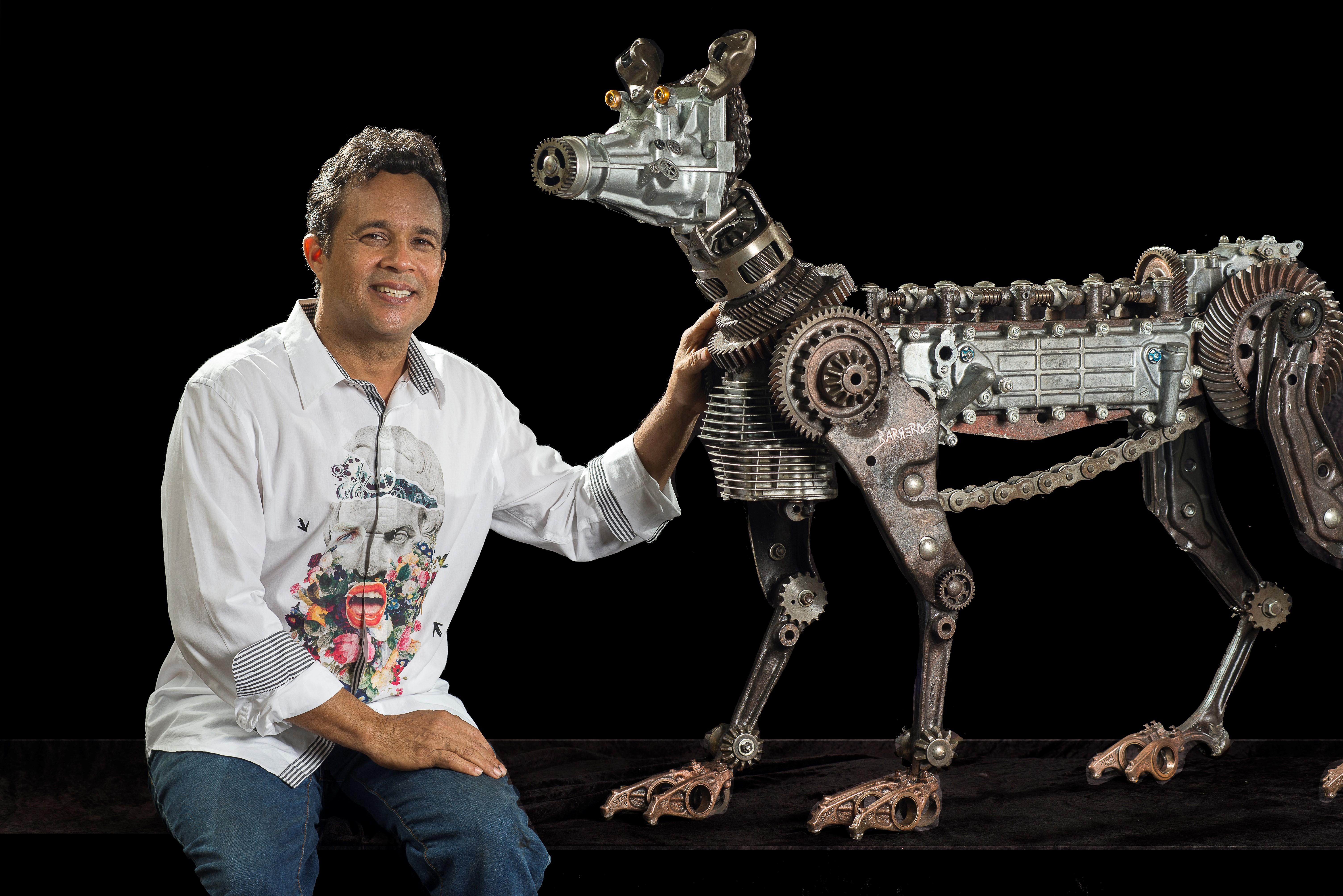 Presentan exposición de obras con metales reciclados