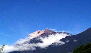 Volcán de Guatemala genera avalancha y hasta 12 explosiones por hora