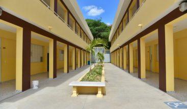 Presidente Medina entrega tres centros educativos en Santiago